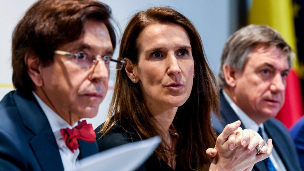 Elio Di Rupo (PS), Sophie Wilmes (MR) en Jan Jambon (N-VA)
