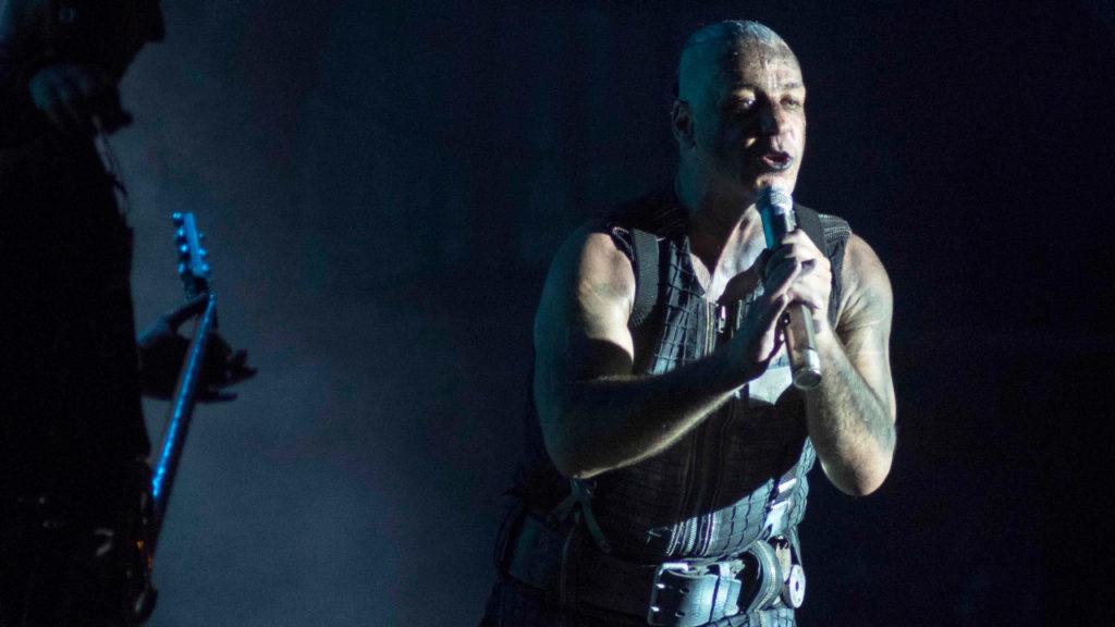Rammstein-zanger Till Lindemann ligt op intensieve zorgen door coronavirus