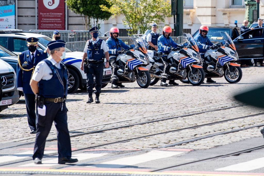 Politie strenger corona