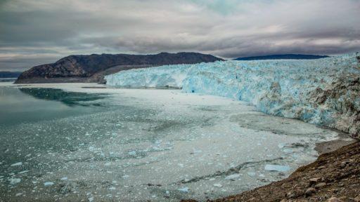 het ijs op Groenland smelt